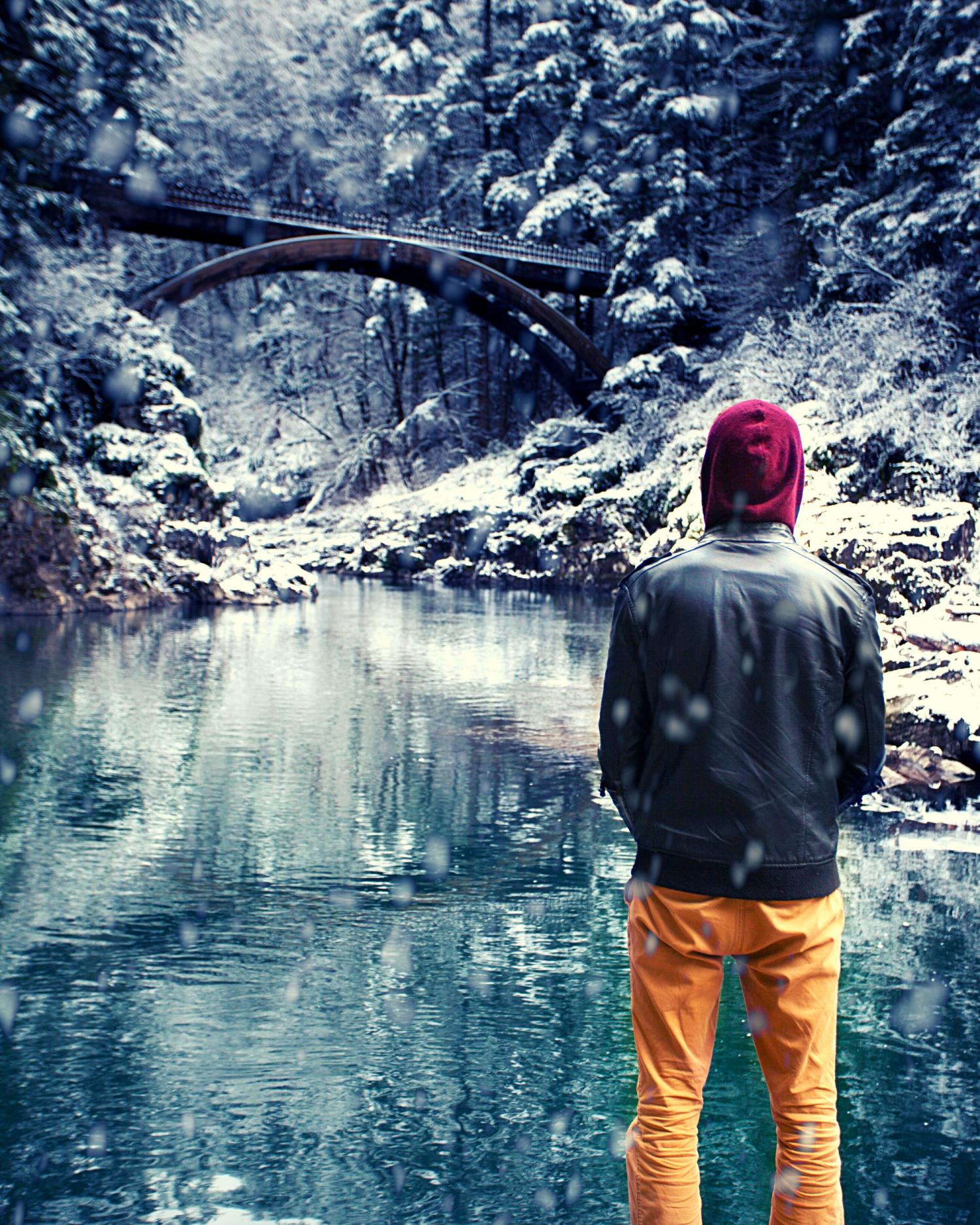 Winter_2021_man in snow bridge